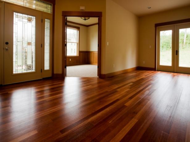 piso-vinilo-madera-oscura